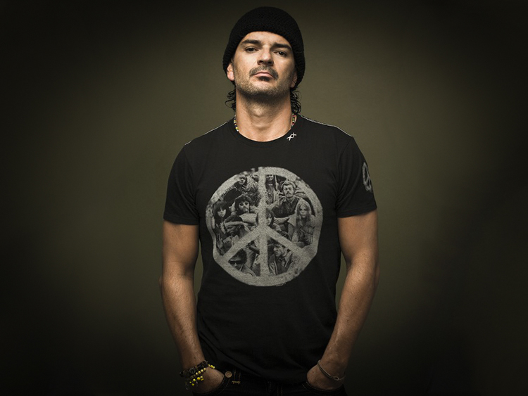 Image of Ricardo Arjona with Dark Background 2018 Animal Nocturno