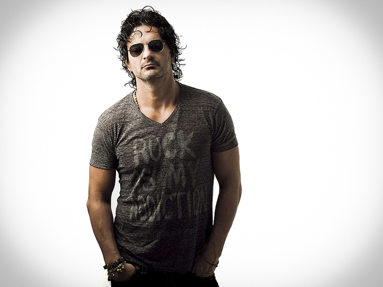 Tour the Life of Ricardo Arjona